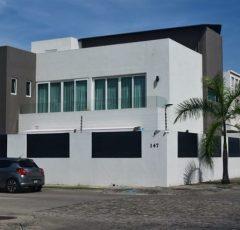 CASA DE LUJO MODERNO EN FLUVIAL